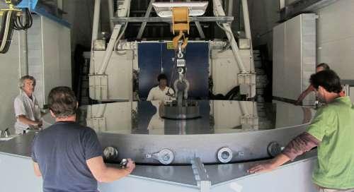 Putting the Galileo mirror onto the lorry