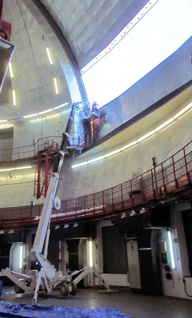 Work on the massive dome shutter of GTC.