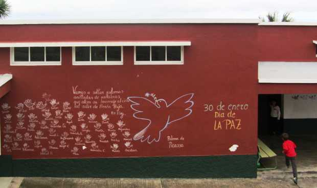 Peace Day doves at an infant school, Breña Baja
