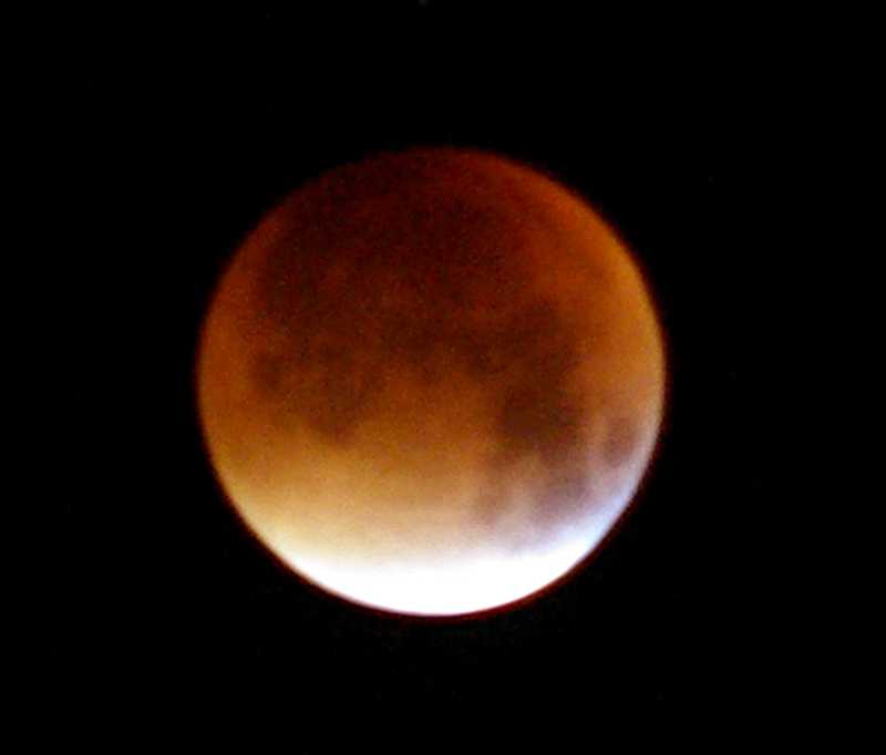 The lunar eclipse of 28/09/2015 from La Palma. Credit: Sheila Crosby